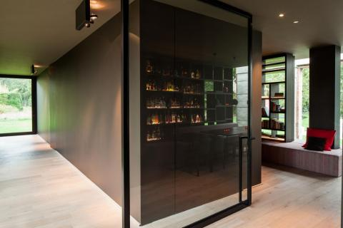 Grote pivotdeur glas