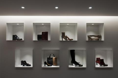 Minimalistische schoenenwinkel